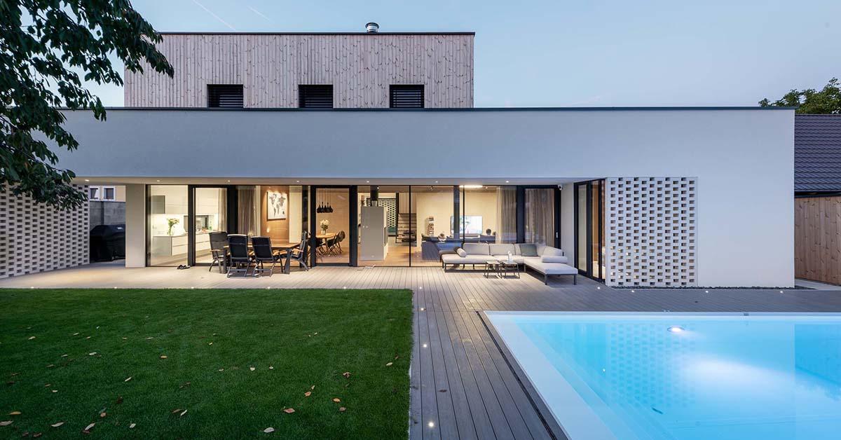 krasny nizkoenergeticky dom s bazenom