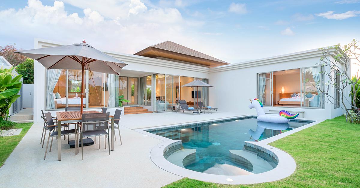 luxusny minimalisticky drevodom s bazenom